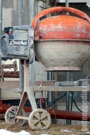 Чем и как отмыть бетон