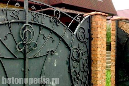 Крышки бетонные – элемент защиты и декора забора
