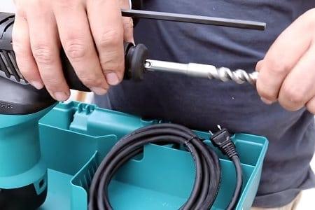 Просверлить отверстие в бетоне под трубу